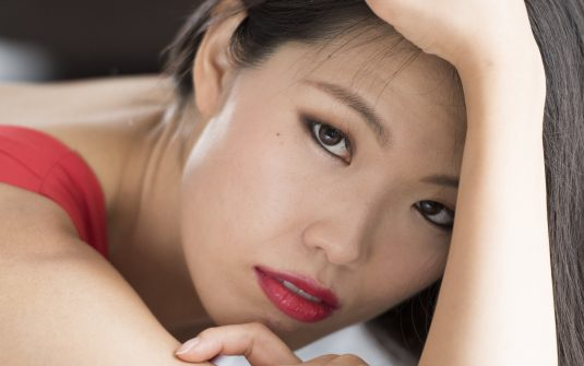 simon_walker_photo_portrait_oriental_pose_red_dress_eyes